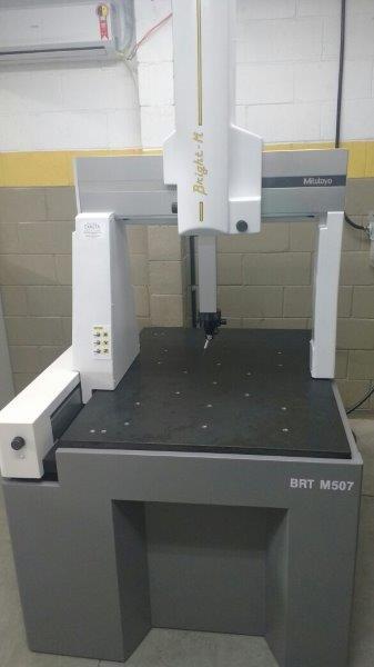 Máquina de medição tridimensional